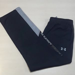 Youth XL black Under Armour athletic pants.